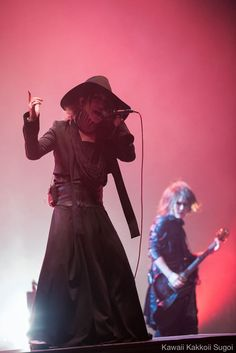 Ruki & Uruha. Los Angeles. ohoho! My baby's! I miss them so damn much! I get depressed sometimes... - Vivienne