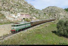 RailPictures.Net Photo: FS Italian State Railways E646-196(front)+E636-128 (tail) at Porto Empedocle (Sicily), Italy by Alberto Verdirame