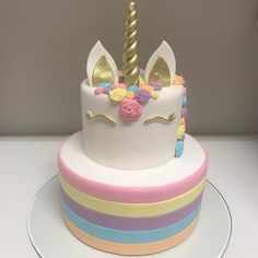 "4,887 curtidas, 52 comentários - Decor&Festa - Mari Mangione (@decorefesta) no Instagram: ""Bolo Unicórnio by @majuformiga  amo! . . #decorefesta #blogdecorefesta #unicornio #ideias…"" Unicorn Birthday Parties, Unicorn Party, Unicorn Cakes, Pretty Cakes, Cute Cakes, Little Pony Cake, Fantasy Cake, Little Girl Birthday, Cake Decorating Supplies"