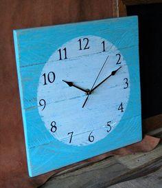 5 DIY Clocks Made From Pallets | 101 Pallets