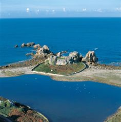 Le Gouffre Island - Photo from helicopter