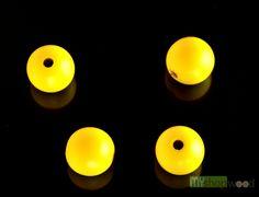 Perle gialle. Le nostre sfere in legno sono 100% made in italy con vernici a tossiche adatte anche per i bambini.  #sfere #sferelegno #legno #legnoitaly #design #perle #giallo #bijoux #gioielli #preziosi #vintage #vintageadvertising #random #yellow