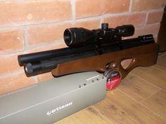 PCP puška SPA P10 nová - Prodám PCP pušku SPA P10 v ráři 5,5 mm, pořízenou v listopadu 2016. Puška je v záruce, se záručním listem a dokladem o koupi. K pušce je originál krabice, sada těsnění, plnící pin, rezervní transferport s menším průměrem díry, zásobník a 1000 Ks střeliva Exact Heavy. Pořizovací cena byla 17 990 Kč. Nyní za 16 000 Kč bez optiky, nebo za 20500 s optikou. Optika je též nová, též s dokladem o koupi a záručákem. Jde o Optisan HX 4 - 12 x 40 AO HalfMildot, který stál 5000…