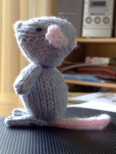 Another mousey! Prefer them when they're knitted!
