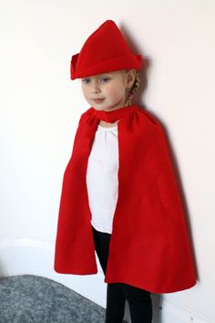 Fairy Tale Cape Dress up Red Felt - Simple Prince Charming Red Riding Hood… Dress Up Outfits, Dress Up Costumes, Diy Dress, Costume Box, Dresses, No Sew Cape, Character Dress Up, Dress Up Boxes, Kids Dress Up
