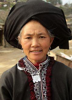 Vietnam | Black Dzao woman (Sin Ho). © Walter Callens