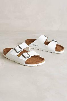 Estas sandalias #BIRKENSTOCK son un must este verano. ¡Tienes que usarlas! #summer