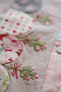 embroidery on patchwork and appliqué via Vignette Magazine. This is so pretty. It would be a lovely mini in Christmas colors and mistetoe