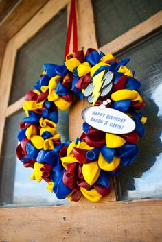 superhero birthday party wreath #craft