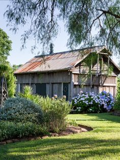 Larry and Mickey Robertson · Glenmore House — The Design Files . rain on the roof Australian Farm, Australian Garden Design, Australian Native Garden, Farmhouse Garden, Garden Cottage, Home And Garden, Farmhouse Landscaping, Modern Farmhouse, Meadow Garden