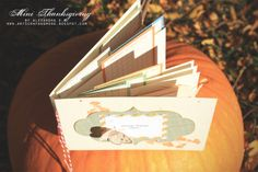 Step-by-Step Tutorial on this gorgeous Thanksgiving mini book. By Alexandra S. M.