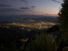 TRAVEL'IN GREECE I Volos by night from Makrinitsa (Pelion)