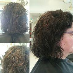 Hiusten leikkaus, ehjä rakenne sekä kerrostus tasoon vetämällä.   Tyviväri Igora Vibrance 4-0 (+tippa 1-1) 1:2 4%  Muutama lappuraita vaalennusjauhe +3%