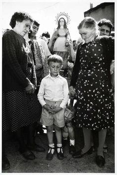 Cristina García Rodero, The Curious and Saint Marthe, Fuenfria, Spain, 1986