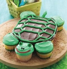 Simple turtle design with cupcakes.