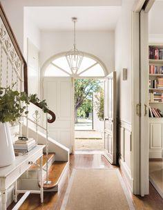 Cottage Entryway, Entry Hallway, Sweet Home, Bathtub, Furniture, Home Decor, Buenas Ideas, Foyers, Ideas Para