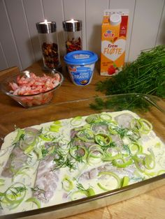 Nydelig fiskemiddag ♫♪ Jeg serverte den med kokte nypoteter, men ris og past. Cod Recipes, Healthy Recipes, Norwegian Food, Fish And Seafood, Main Dishes, Food Porn, Food And Drink, Easy Meals, Baking