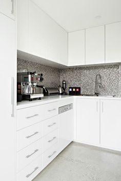 The Style School episode Kitchen - Rebecca Judd Loves // Butler Pantry Kitchen Inspirations, Grand Kitchen, Luxury Kitchens, Kitchen Decor, Kitchen Splashback Tiles, Pantry Interior, Home Kitchens, Kitchen Layout, Kitchen Pantry Design
