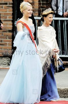 Queen Sonja and Crown Princess Mette-Marit of Norway attend the wedding of Princess Märtha Louise of Norway and Ari Behn on May 24 2002 in Trondheim Norwegian Royalty, English Royalty, Royal Princess, Princess Wedding, Maud Of Wales, Royal Tiaras, Royal House, Royal Weddings, Trondheim Norway
