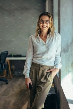 Positive businesswoman standing in office. Woman in casuals standing by window i… – Art Photography Business Portrait, Corporate Portrait, Business Photos, Corporate Headshots, Photography Office, Corporate Photography, Photography Women, Lifestyle Photography, Glamour Photography