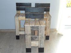 Tabouret haut de bar en bois de palette brut dimensions: hauteur d'assise 67cm, longueur 40cm et largeur 40cm