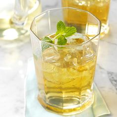 It wouldn't be Kentucky Derby Day without this mint julep recipe! But, really, this Kentucky Derby mint julep recipe is good anytime. —Taste of Home Test Kitchen Martini Recipes, Cocktail Recipes, Drink Recipes, Cocktail Garnish, Cocktail Parties, Tea Recipes, Brunch Recipes, Derby Mint Julep Recipe, Vodka Martini