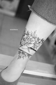 delikatny czarny tatuaż bransoletka z kwiatów piwonii i innych Line Tattoos, Sleeve Tattoos, Tatoos, Cuff Tattoo, Arm Band Tattoo, Tasteful Tattoos, Small Tattoos, Birth Flower Tattoos, Tattoo Ideas