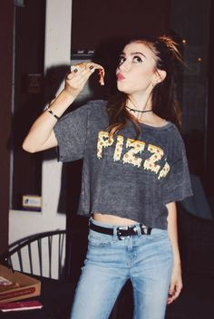 🍕What's your favorite kind of pizza? Grunge Fashion, Girl Fashion, Fashion Outfits, Fashion Tips, G Hannelius, Dog With A Blog, Cool Outfits, Summer Outfits, Luanna Perez