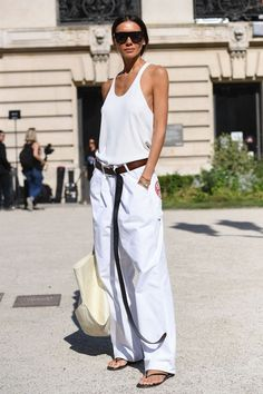 The Professional Stylist's Guide to Dressing for Fashion Week Daily Fashion, Love Fashion, Fashion Editor, White Fashion, Style Couture, Haute Couture Fashion, Fashion Pants, Fashion Outfits, Fashion Weeks