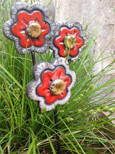 http://fr.dawanda.com/product/81864039-fleur-rouge-en-ceramique-raku