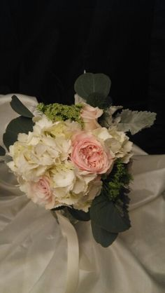 Blush and ivory toss bouquet. #lighthouseflowershopmesa