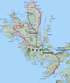 Reise nach Schottland: Die Isle of Skye finden Sie auch am Ende des Artikels. Scotland Travel Guide, Scotland Road Trip, Ireland Travel, Scotland Holidays, Tourist Map, England And Scotland, Scottish Highlands, Train Travel, Travel Goals