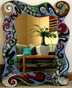 I LOVE this, thinking of putting in our bathroom! Mirror Mosaic, Mosaic Diy, Mosaic Crafts, Mosaic Projects, Mosaic Tiles, Mosaics, Stone Mosaic, Mosaic Glass, Stained Glass