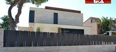 Vivienda: Messi compra su cuarta casa en Barcelona, días antes de enfrentarse a la justicia. Noticias de Noticias Outdoor Living, Outdoor Decor, Messi, Fence, Gate, Garage Doors, House, Shopping, Gates