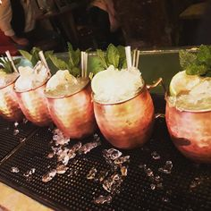 Moscow Mule. #coctel #vodka Moscow Mule Mugs, Natural, Vodka, Tableware, Palmas, Majorca, Dinnerware, Dishes, Place Settings