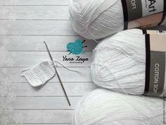 Вяжем крючком чепчик Crochet Baby Clothes, Filet Crochet, Hand Knitting, Mini, Cotton, Beanies, Crochet Dresses, Crochet Baby Bibs, Knitting Stitch Patterns