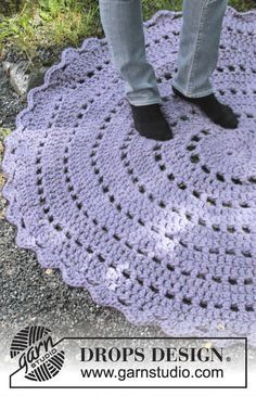 "Cloud Nine by DROPS Design. FREE CROCHET PATTERN. Crochet DROPS rug in ""Polaris"". ~ DROPS Design"