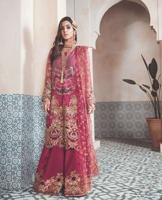 Pakistani Party Wear Embroidered Shirts Designs contains formal, party & wedding wear shirts with stonework, zari, heavy thread embroideries! Pakistani Party Wear, Pakistani Dresses, Indian Dresses, Party Wear Dresses, Bridal Dresses, Chiffon Dresses, Chiffon Shirt, Bridal Outfits, Party Dress