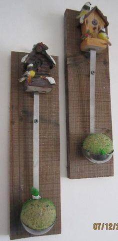 Bekijk de foto van milaindy met als titel oude pollepel geschroeft op een plankje met vetbol voor de vogels en andere inspirerende plaatjes op Welke.nl.