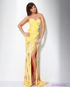 need this in navy or aqua! perfect prom dress