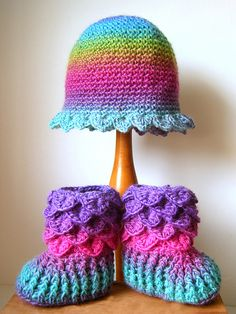 Crocodile Stitch - Fairy Boots and Hat (There's so many pretty things you can make with this type of stitch.) luv the colours Crochet Crocodile Stitch, Stitch Crochet, Crochet Cross, Crochet Yarn, Crochet Stitches, Crochet Patterns, Crochet Baby Booties, Crochet Slippers, Crochet Video