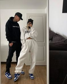 Couple styles 2 or Matching Couple Outfits, Matching Couples, Cute Couples, Retro Outfits, Cute Casual Outfits, Lazy Outfits, Swag Outfits, Fashion Couple, Teen Fashion