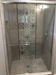 Tiny Bathrooms, Tiny House Bathroom, Amazing Bathrooms, Small Bathroom, Tile Shower Niche, Shower Doors, Bathroom Tile Designs, Bathroom Interior Design, Bath Remodel