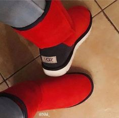 LOVE it This is my dream ugg boots-fashion ugg boots! Click pics for best price ♥ugg boots♥ Snow Boots, Winter Boots, Red Ugg Boots, Cute Shoes, Me Too Shoes, Heeled Boots, Bootie Boots, Suede Booties, Uggs