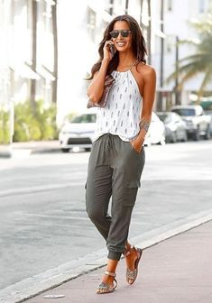 55 Monday morning outfit ideas for a stylish look - Fashion Mode Outfits, Trendy Outfits, Casual Summer Outfits For Women, Summer Clothes For Women, Summer Pants Outfits, Women's Dress Casual Outfits, Summer Capri Outfits, Summer Casual Dresses, Beach Attire For Women