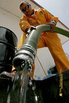Nezahualcóyotl, Méx. 07 Agosto 2013.  Oficialmente existe un rezago en el ingreso de agua potable que llega al municipio, pues actualmente es de 2 mil 246 metros cúbicos por segundo, cuando se requiere por lo menos de 2 mil 854 m3ps para cubrir las necesidades básicas de la población.