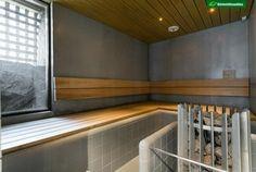Betoniseinää modernissa saunassa Saunas, Bathtub, Stairs, Bathroom, Home Decor, Steam Room, Standing Bath, Washroom, Bathtubs