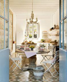 Decoração de: Sala de jantar; mesa de pedra; Casa de Valentina