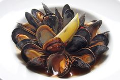 Fresh PEI mussels with white wine tomato sugo