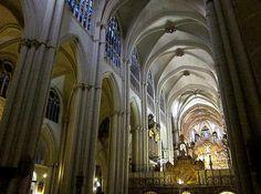 Interior de la Catedral de Toledo. Gótico pleno español.
